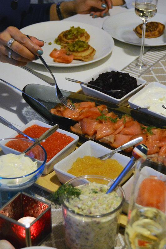 Kokki-kotiin-blinit-ruokailu